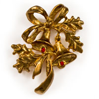 Christmas Bouquet Bells With Holly Gold Pin