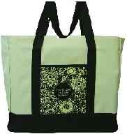 GOD'S LOVE ENDURES FOREVER Tote Bags