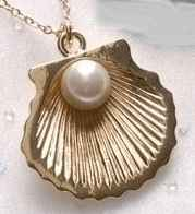 Baptism Shell & Pearl Necklace Gold